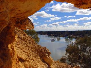 Cliffs and Houseboat - Waikerie